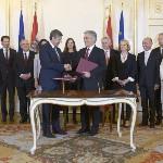 A szeptemberi választások eredményeképpen megalakult új nagykoalíciós osztrák kormány ünnepélyes beiktatása a bécsi államfői rezidencián, a Hofburgban 2013. december 16-án. (MTI/EPA/Roland Schlager)