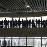 Budapest, 2014. január 11. Nézők a műszaki egyetemen immár ötödik alkalommal megrendezett RobonAUT versenyen 2014. január 11-én. A mesterszakos mérnökhallgatókból álló csapatoknak olyan kisautókat kellett tervezni, amelyek emberi beavatkozás nélkül képesek végighaladni az akadálypályán. MTI Fotó: Koszticsák Szilárd