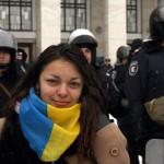 Fiatal nő a kijevi kormányellenes tüntetők melletti szimpátiademonstráción, ahol bejelentették az alternatív helyhatalmi szerv szerepét betölteni hivatott Kárpátalja megyei néptanács megalakulását 2014. január 28-án. MTI Fotó: Nemes János