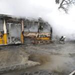 Tűzoltók oltják a lángokat a X. kerületi Sírkert utcában 2014. január 16-án, ahol összeütközött egy villamos, egy teherautó és egy személyautó, majd mindhárom jármű kigyulladt. A három jármű egy átjáróban ütközött össze a villamossínen. A személyautó, a teherautó, valamint a 37A jelzésű villamos első kocsija teljesen kiégett. A balesetben a teherautóban egy ember, a villamosban pedig két utas sérült meg könnyebben. MTI Fotó: Mihádák Zoltán