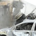 Kiégett villamos, teherautó és személyautó a X. kerületi Sírkert utcában 2014. január 16-án. A járművek egy átjáróban ütköztek össze a villamossínen, majd kigyulladtak. A személyautó, a teherautó, valamint a 37A jelzésű villamos első kocsija teljesen kiégett. A balesetben a teherautóban egy ember, a villamosban pedig két utas sérült meg könnyebben. MTI Fotó: Mihádák Zoltán