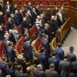 Az ukrán parlamentnek a válságból kivezető lépések megvitatására összehívott rendkívüli ülése a kijevi parlament üléstermében 2014. január 28-én. (MTI/EPA/Szerhij Dolzsenko)