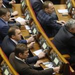 Szavaznak a képviselők az ukrán parlament rendkívüli ülésén Kijevben 2014. január 28-án. Az ukrán parlament visszavonta a január 16-án elfogadott, az alapvető szabadságjogokat csorbító törvényeket, amelyek az Európa-párti tüntetések radikalizálódásához vezettek. Mikola Azarov miniszterelnök felajánlotta lemondását.(MTI/EPA/Szerhij Dolzsenko)