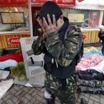 Kormányellenes tüntető kezébe temeti arcát társai holtteste fölött a rohamrendőrökkel vívott összecsapások közben a Függetlenség terén Kijevben, 2014. február 20-án. MTI Fotó: Beliczay László