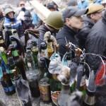 Molotov-koktélok a Függetlenség terén Kijevben, 2014. február 20-án. MTI Fotó: Beliczay László