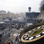 Kormányellenes tüntetők a rohamrendőrökkel vívott összecsapások közben a Függetlenség terén Kijevben, 2014. február 20-án. MTI Fotó: Beliczay László