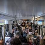 Utasok az új 2-es villamosvonalon Debrecenben 2014. február 26-án. Ezen a napon adták az új  villamosvonalat. MTI Fotó: Czeglédi Zsolt