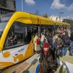 A spanyol Construcciones y Auxiliar de Ferrocarriles (CAF) által gyártott villamos az egyik megállóhelyen az új 2-es villamosvonalon Debrecenben 2014. február 26-án. Ezen a napon adták az új 2-es villamosvonalat. MTI Fotó: Czeglédi Zsolt