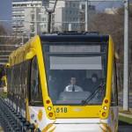 A spanyol Construcciones y Auxiliar de Ferrocarriles (CAF) által gyártott villamos közlekedik a 2-es villamosvonalon Debrecenben 2014. február 26-án. Ezen a napon adták az új 2-es villamosvonalat. MTI Fotó: Czeglédi Zsolt
