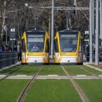 A spanyol Construcciones y Auxiliar de Ferrocarriles (CAF) által gyártott villamosok közlekednek a 2-es villamosvonalon Debrecenben 2014. február 26-án. Ezen a napon adták az új 2-es villamosvonalat. MTI Fotó: Czeglédi Zsolt