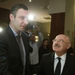 Martonyi János magyar külügyminiszter (j) találkozik Vitalij Klicskóval, az Ütés (UDAR) párt elnökével (b) egy kijevi szállodában 2014. február 28-án. MTI Fotó: Koszticsák Szilárd