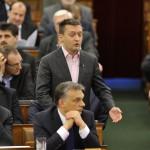 Rogán Antal, a Fidesz frakcióvezetője reagál Orbán Viktor miniszterelnök (elöl középen) napirend előtti felszólalására az Országgyűlés plenáris ülésén 2014. február 3-án. A kormányfő mellett balról Lázár János, a Miniszterelnökséget vezető államtitkár. MTI Fotó: Kovács Attila