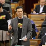 Schiffer András, az LMP frakcióvezetője reagál Orbán Viktor miniszterelnök napirend előtti felszólalására az Országgyűlés plenáris ülésén 2014. február 3-án. MTI Fotó: Kovács Attila