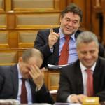 Józsa István, az MSZP frakcióvezető-helyettese (k) az Országgyűlés plenáris ülésén 2014. február 3-án. MTI Fotó: Kovács Attila