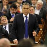 Orbán Viktor miniszterelnök Józsa István MSZP-s képviselő kérdésére válaszol az Országgyűlés plenáris ülésén 2014. február 3-án. MTI Fotó: Kovács Attila