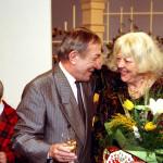 A Szeszélyes évszakok szórakoztató televíziós kabarémagazin 2000. februárjában a huszadik évébe lépett. Ebből az alkalomból a műsor szereplői és készítői ünnepséget tartottak február 15-én Budapesten a Szféra TV stúdiójában. Ekkor rögzítették a február 19-én sugárzásra kerülő műsort is. A képen: Antal Imre és Csala Zsuzsa. MTI Fotó: Illyés Tibor