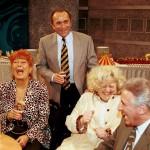 """Egy éves születésnapját nagyszabású partival ünnepelte a Bruhaha - """"Kabaré a köbön"""" című sorozatműsor az MTV Rt. 9-es stúdiójában. A nézőszám adásonként már meghaladja az 1 milliót. A születésnapi bulin együtt ünnepeltek az adás eddigi szereplői és a gyártó Szféra TV vezetői. A képen: Faragó Vera, Kósa András, Csala Zsuzsa és Heller Tamás a bulin. MTI Fotó: Kertész Gábor"""