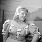 Csala Zsuzsa (Sostrata) színművész jelenete Niccolo Machiavelli Mandragóra című színművének főpróbáján a Déryné Színházban. Rendezte Várady György. (1957) MTI Fotó: Tormai Andor