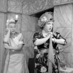 Csala Zsuzsa (j) (1933-) színésznő az Állami Faluszínház társulatával előadott Konsztantyin Fjodorovics Iszajev és Alekszandr Arkagyijevics Galics: Nem magánügy című darabjában. Rendezte: Lendvay Ferenc.  MTI Fotó/Magyar Fotó: Pálmai Simone