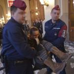 Rendőrök elviszik az Összefogás a kortárs művészetért csoport aktivistáit a felújított Pesti Vigadó avatása előtt tartott demonstrációról 2014. március 14-én. MTI Fotó: Beliczay László