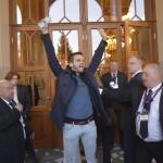 Az Összefogás a kortárs művészetért csoport aktivistája demonstrál a felújított Pesti Vigadó avatása előtt tartott demonstrációról 2014. március 14-én. MTI Fotó: Beliczay László