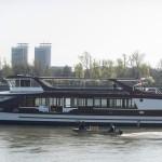 A Hajógyári szigeten készült, vízre tett katamarán hajó a Dunán 2014. március 22-én. A 30 méter hosszú és 10 méter széles, kétszintes, 250 fő befogadóképességű alumínium szerkezetű hajót a Magyar Kikötő Zrt. terveztette és építtette meg. A Táltos nevű hajó BKV-járatként fog közlekedni a Dunán.MTI Fotó: Marjai János