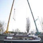 Vízre emelik a Hajógyári szigeten készült katamarán hajót a Wiking Yacht Clubban 2014. március 22-én. A 30 méter hosszú és 10 méter széles, kétszintes, 250 fő befogadóképességű alumínium szerkezetű hajót a Magyar Kikötő Zrt. terveztette és építtette meg. A Táltos nevű hajó BKV-járatként fog közlekedni a Dunán.MTI Fotó: Marjai János