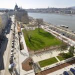 A megújult Olimpia park a főváros V. kerületében 2014. március 21-én. A belváros legnagyobb, március 22-től újra látogatható közparkja Észak-Lipótváros több utcájával együtt újult meg 1,8 milliárd forint uniós forrásból. MTI Fotó: Máthé Zoltán