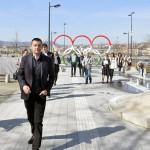 Rogán Antal, az V. kerület polgármestere (Fidesz-KDNP) a megújult belvárosi Olimpia park sajtóbejárásán 2014. március 21-én. A belváros legnagyobb, március 22-től újra látogatható közparkja Észak-Lipótváros több utcájával együtt újult meg 1,8 milliárd forint uniós forrásból. MTI Fotó: Máthé Zoltán