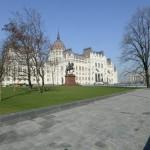 A megújult Kossuth tér és az Országház 2014. március 14-én. MTI Fotó: Soós Lajos