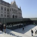 A látogatóközpont lejárata a megújult Kossuth téren 2014. március 14-én. MTI Fotó: Soós Lajos