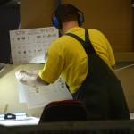 Egy munkatárs ellenőrzi az országgyűlési választás szavazólapjait Budapesten, az ANY Biztonsági Nyomdában 2014. március 20-án. MTI Fotó: Kovács Tamás