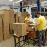 Csomagolják az országgyűlési választás szavazólapjait Budapesten, az ANY Biztonsági Nyomdában 2014. március 20-án. MTI Fotó: Kovács Tamás