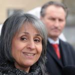 Margarita Popova, Bulgária alelnöke beszédet mond a bolgárkertész-emlékmű avatásán Zuglóban, a Bosnyák téren 2014. március 3-án. Jobbra Papcsák Ferenc (Fidesz-KDNP) zuglói polgármester. Az emlékmű Kozsuharov Ognjan magyarországi bolgár szobrászművész alkotása. MTI Fotó: Honéczy Barnabás