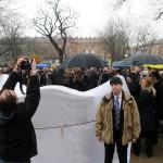 Résztvevők a bolgárkertész-emlékmű avatásán Zuglóban, a Bosnyák téren 2014. március 3-án. Az emlékmű Kozsuharov Ognjan magyarországi bolgár szobrászművész alkotása. MTI Fotó: Honéczy Barnabás