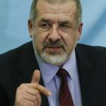 Refat Csubarov, a krími tatárok vezetője sajtótájékoztatót tart a Krím félszigeten fekvő Szimferopolban 2014. március 17-én, egy nappal az után, hogy az Ukrajnához tartozó Krími Autonóm Köztársaság helyi oroszbarát vezetése által kiírt népszavazáson a lakosok nagy többsége az Oroszországhoz való csatlakozás mellett foglalt állást. (MTI/EPA/Jurij Kocsetkov)
