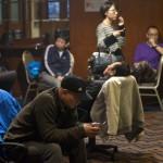 Az eltűnt utasszállító hozzátartozói várakoznak hírekre egy pekingi szállodában 2014. március 12-én. A Malaysian Airlines malajziai légitársaság Pekingbe tartó Boeing 777-es repülőgépe 239 emberrel a fedélzetén március 8-án eltűnt a légiirányítók radarjainak képernyőjéről és feltehetőleg a Dél-kínai-tengerbe zuhant. Az utasok közül 154-en kínaiak voltak. (MTI/AP/Andy Wong)