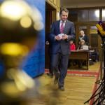 Szergej Nariskin, az orosz törvényhozás alsóházának elnöke sajtótájékoztatóra érkezik a parlament ülése után Moszkvában 2014. március 17-én. Az előző napon az Ukrajnához tartozó Krím félszigeten a helyi oroszbarát vezetés által kiírt népszavazáson a lakosok nagy többsége az Oroszországhoz való csatlakozás mellett foglalt állást. (MTI/AP/Alekszander Zemljanyicsenko)