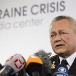 Ihor Tenyuh ukrán védelmi miniszter sajtótájékoztatót tart egy kijevi szállodában 2014. március 17-én. Az előző napon az Ukrajnához tartozó Krím félszigeten a helyi oroszbarát vezetés által kiírt népszavazáson a lakosok nagy többsége az Oroszországhoz való csatlakozás mellett foglalt állást. (MTI/AP/David Azia)