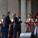 Orbán Viktor miniszterelnök (k), Bognár Árpád, a kivitelező Swietelsky Magyarország Kft. ügyvezető igazgatója (b) és L. Simon László, a budai várnegyed megújításáért felelős kormánybiztos (b2) a Várkert Bazár megújult épületegyüttesének ünnepélyes átadásán 2014. április 3-án. A világörökség részét képező műemlék fejlesztésének első ütemében teljesen felújították a kétszáz éve született Ybl Miklós által tervezett részeket, kialakítottak egy összesen 2500 négyzetméteres kiállítóteret, valamint egy 900 négyzetméteres rendezvénytermet is. MTI Fotó: Koszticsák Szilárd