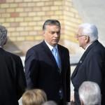 Orbán Viktor miniszterelnök (k), Boross Péter, az Antall-kormány belügyminisztere, volt miniszterelnök (j) és Tarlós István főpolgármester (b) a Várkert Bazár megújult épületegyüttesének ünnepélyes átadásán 2014. április 3-án. A világörökség részét képező műemlék fejlesztésének első ütemében teljesen felújították a kétszáz éve született Ybl Miklós által tervezett részeket, kialakítottak egy összesen 2500 négyzetméteres kiállítóteret, valamint egy 900 négyzetméteres rendezvénytermet is. MTI Fotó: Koszticsák Szilárd