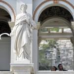 Orbán Viktor miniszterelnök (b) és L. Simon László, a budai várnegyed megújításáért felelős kormánybiztos (j) megtekintik a Várkert Bazár megújult épületegyüttesét az ünnepélyes átadás után 2014. április 3-án. A világörökség részét képező műemlék fejlesztésének első ütemében teljesen felújították a kétszáz éve született Ybl Miklós által tervezett részeket, kialakítottak egy összesen 2500 négyzetméteres kiállítóteret, valamint egy 900 négyzetméteres rendezvénytermet is. MTI Fotó: Koszticsák Szilárd