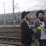 A Nemzetközi Élet Menete 27. alkalommal meghirdetett, az egykori auschwitzi koncentrációs táborban tartandó emlékprogramjára érkező ortodox zsidók a lengyelországi Oswiecim vasútállomásán 2014. április 28-án. MTI Fotó: Kallos Bea