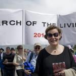 Balatoni Monika, a Közigazgatási és Igazságügyi Minisztérium társadalmi kapcsolatokért felelős államtitkára a Nemzetközi Élet Menetében az Auschwitz és Birkenau közötti úton 2014. április 28-án. A megemlékezésen ötvennégy ország képviselőinek részvételével, a magyar zarándokokkal az élen vonult végig a Nemzetközi Élet Menete az auschwitzi egykori haláltáborból a mintegy három kilométerre lévő birkenaui emlékhelyre. MTI Fotó: Kallos Bea