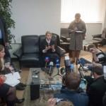 Julija Timosenko volt ukrán kormányfő, a jelenleg kormányzó Haza (Batykivscsina) párt elnökjelöltje (k) interjút ad a kelet-ukrajnai Donyeckben 2014. április 7-én. (MTI/EPA/Roman Pilipey)