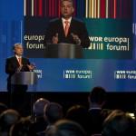A Miniszterelnöki Sajtóiroda által közreadott képen Orbán Viktor miniszterelnök előadást tart Berlinben, a WDR német regionális közszolgálati műsorszóró társaság Europa Forum elnevezésű konferenciáján 2014. május 8-án. MTI Fotó: Miniszterelnöki Sajtóiroda / Burger Barna