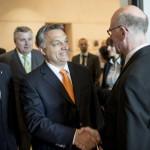 Norbert Lammert, a Bundestag elnöke (j) fogadja Orbán Viktor miniszterelnököt Berlinben 2014.május 8-án. Balra Balog Zoltán, az emberi erőforrások minisztere. MTI Fotó: Miniszterelnöki Sajtóiroda / Burger Barna