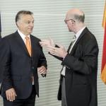 Norbert Lammert, a Bundestag elnöke (j) fogadja Orbán Viktor miniszterelnököt Berlinben 2014.május 8-án. MTI Fotó: Miniszterelnöki Sajtóiroda / Burger Barna