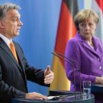 Angela Merkel német kancellár (j) és Orbán Viktor miniszterelnök sajtótájékoztatót tart a berlini kancellári hivatalban 2014. május 8-án. (MTI/EPA/Hannibal Hanschke)