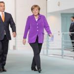 Angela Merkel német kancellár (j) fogadja Orbán Viktor miniszterelnököt a berlini kancellári hivatalban 2014. május 8-án. (MTI/EPA/Hannibal Hanschke)